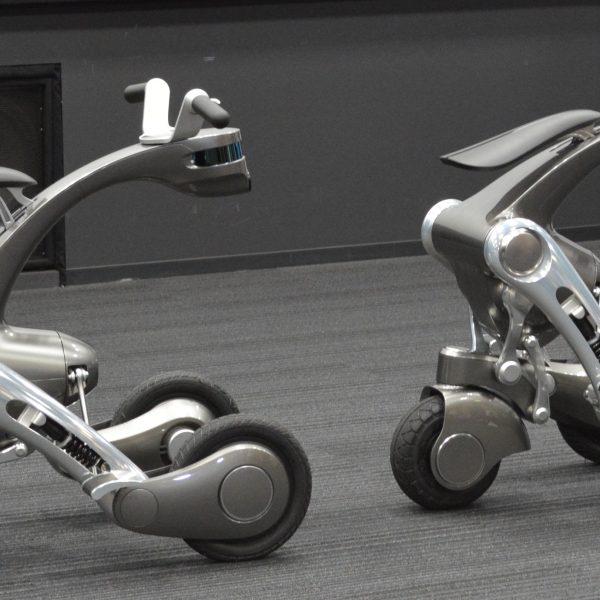 「時には乗り物に変形するパートナーロボット」 千葉工大がAI時代の機械生命体発表