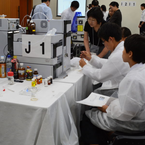 高校生が分析機器体験 JAIMAがサマーサイエンススクール