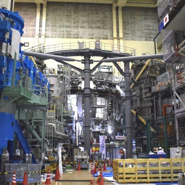 新たな核融合装置「JT60SA」組み立て順調
